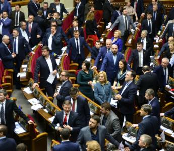 """Revenge of corrupt officials"". Parliament criminalizes protesters' refusal against corruption to file e-declarations"