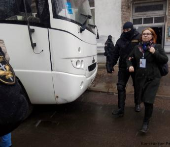 OMON breaks into Human Rights Center Viasna in Minsk